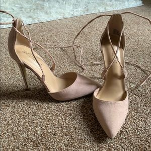 Never worn shoe dazzle pointed toe heels